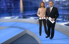 itv-news-presentation-lunchtime-news-late-2006-14