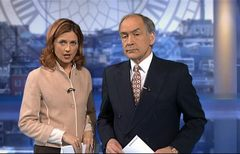 itv-news-presentation-lunchtime-news-late-2006-15