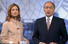 itv-news-presentation-lunchtime-news-late-2006-33